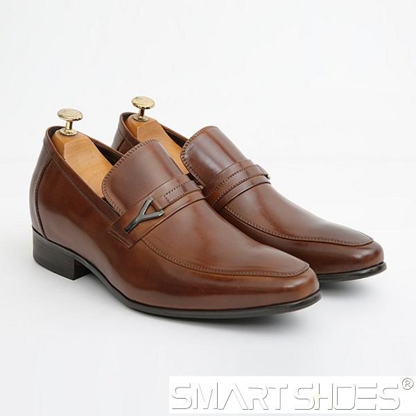 Giày tăng chiều cao cho nam màu nâu được nhiều chú rể lựa chọn đi trong ngày cưới