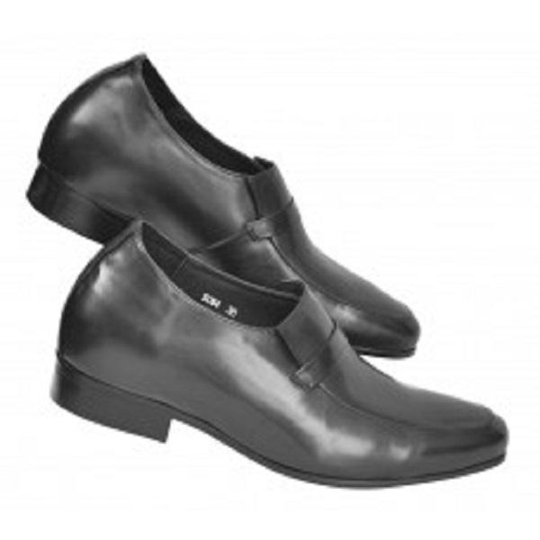 Cần vệ sinh giày lười nam đế cao thật sạch sẽ để tránh sinh mùi